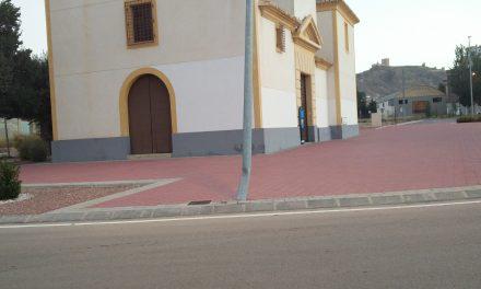 Farolas dañadas en rotonda de Ermita de San Agustín
