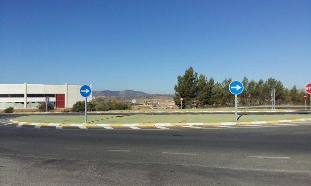 SOLUCIONADO – Rotonda descuidada con vegetación y malas hierbas