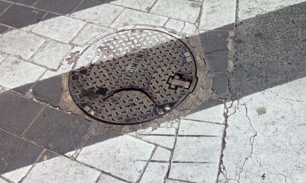 SOLUCIONADO – Tapa de alcantarillado rota en calle Cánovas