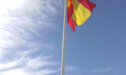 El PP de Jumilla inicia una campaña de recogida de firmas para que la bandera de España vuelva a ondear en el Paseo del Poeta Lorenzo Guardiola