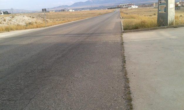 Avenida de los Franceses sin líneas de circulación en pavimento