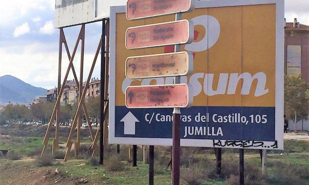 Señalización Turística de Ruta del Vino de Jumilla Ilegible