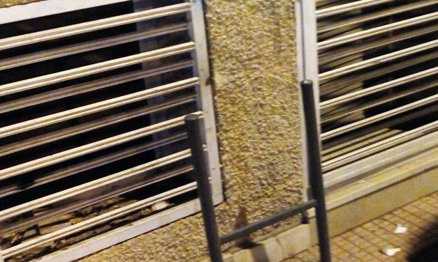 Falta contenedor de papelera en Av. de Levante