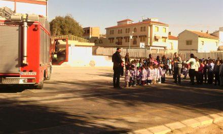 Los escolares no han podido acceder a las clases debido a que el equipo de gobierno socialista no ha garantizado la seguridad del centro.