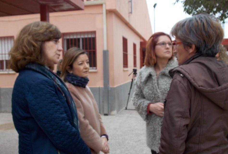 La presidenta de los populares, Severa González, acompañó ayer jueves 16 de febrero, a la Directora General de Centros Educativos, María Dolores Valcárcel, para hacer seguimiento de las obras realizadas recientemente en los centros educativos de Jumilla