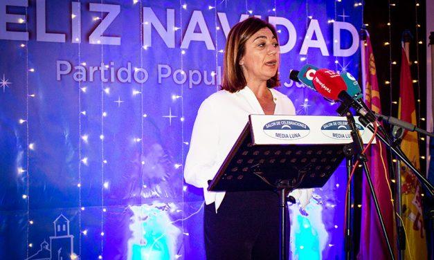 """Los primeros concejales democráticos recibieron la """"Insignia de Honor"""" del Partido Popular de Jumilla"""